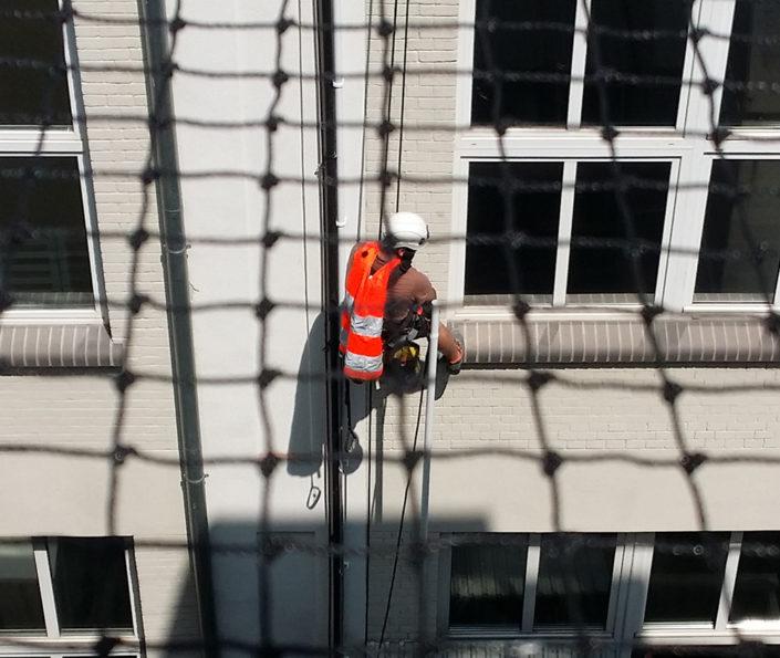 siatki zabezpieczenia balkony tarasy dachy elewacja