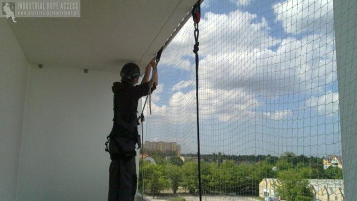 Siatki na balkon na koty na ptaki