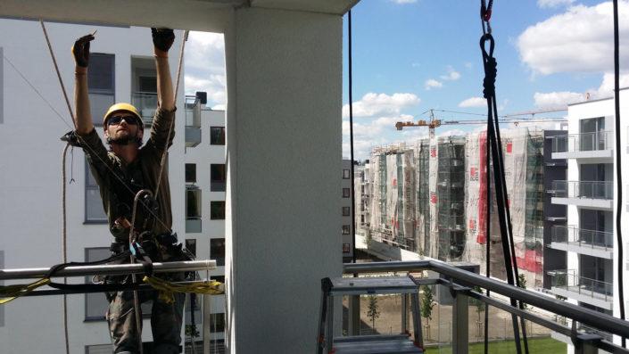 Siatki ochronne zabezpieczające na balkony tarasy Warszawa